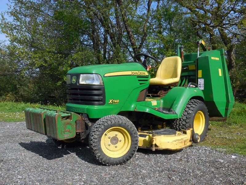 Used John Deere X748 | 4WD Commercial Garden Tractor