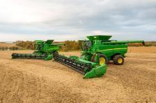Reviewing the 2016 Updates to Deere's Grain Harvesting Equipment