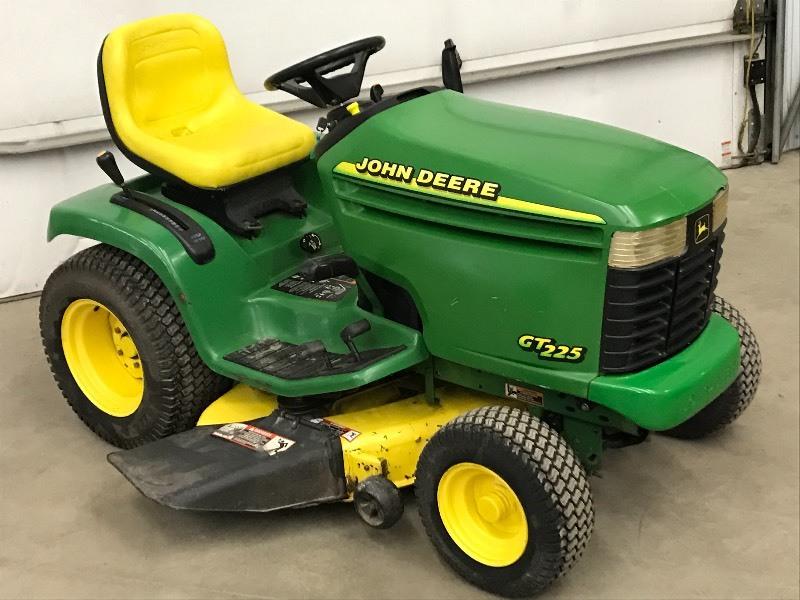 John Deere GT255 Lawn Tractor | LE John Deere Lawn ...