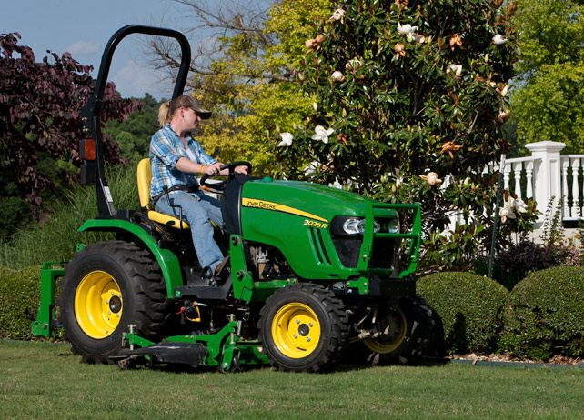 2025R 2 Family Compact Utility Tractors JohnDeere.com