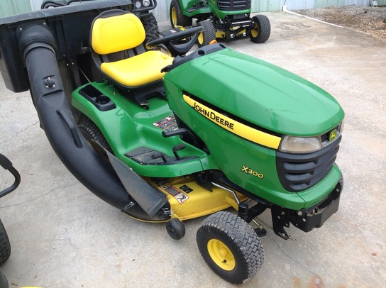John Deere X300 - Lawn & Garden Tractors - TriGreen Equipment