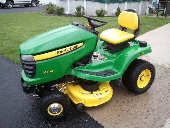 John Deere X304 Lawn & Garden and Commercial Mowing - John ...