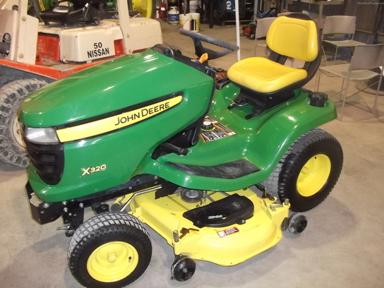 2006 John Deere X320 Lawn & Garden and Commercial Mowing ...