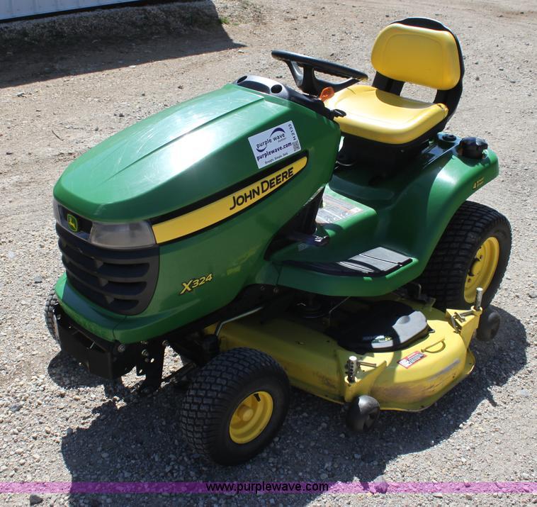 John Deere X324 riding lawn mower | no-reserve auction on ...