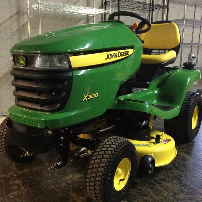 John Deere X300 18.5 Hp Tractor 63 Hrs Mint!!
