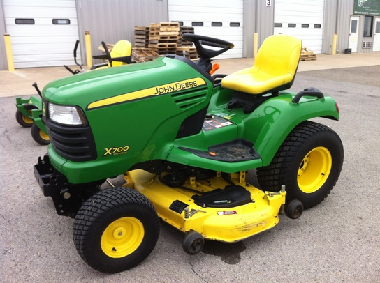2006 John Deere X700 Lawn & Garden and Commercial Mowing ...