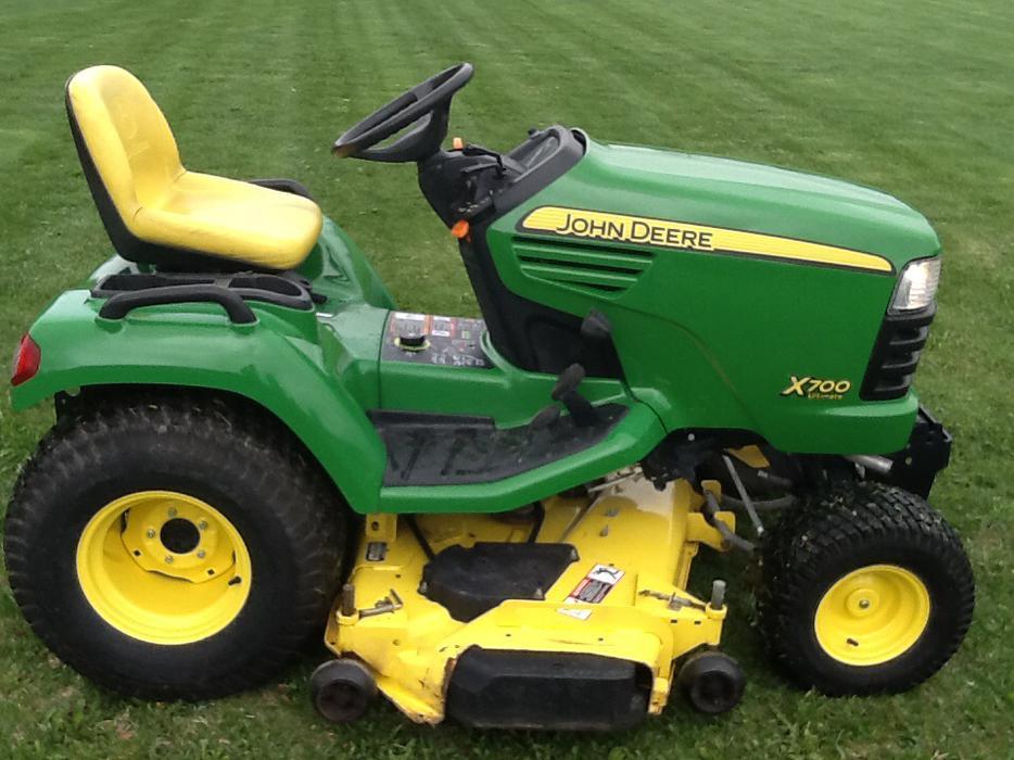 X700 John Deere lawn mower, 62