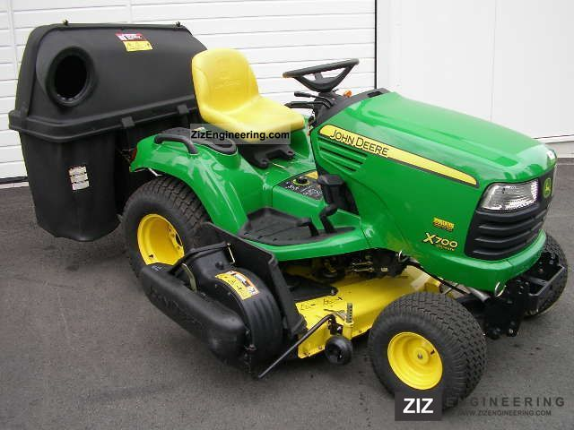 John Deere X700 2011 Agricultural Reaper Photo and Specs