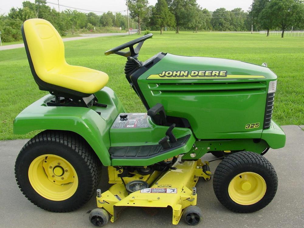 John Deere 325 Riding Lawn Mower, Yard Tractor, 48