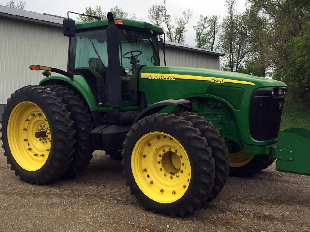 Used John Deere 8220 Tractor - 2700 hrs - 2004 - For Sale ...