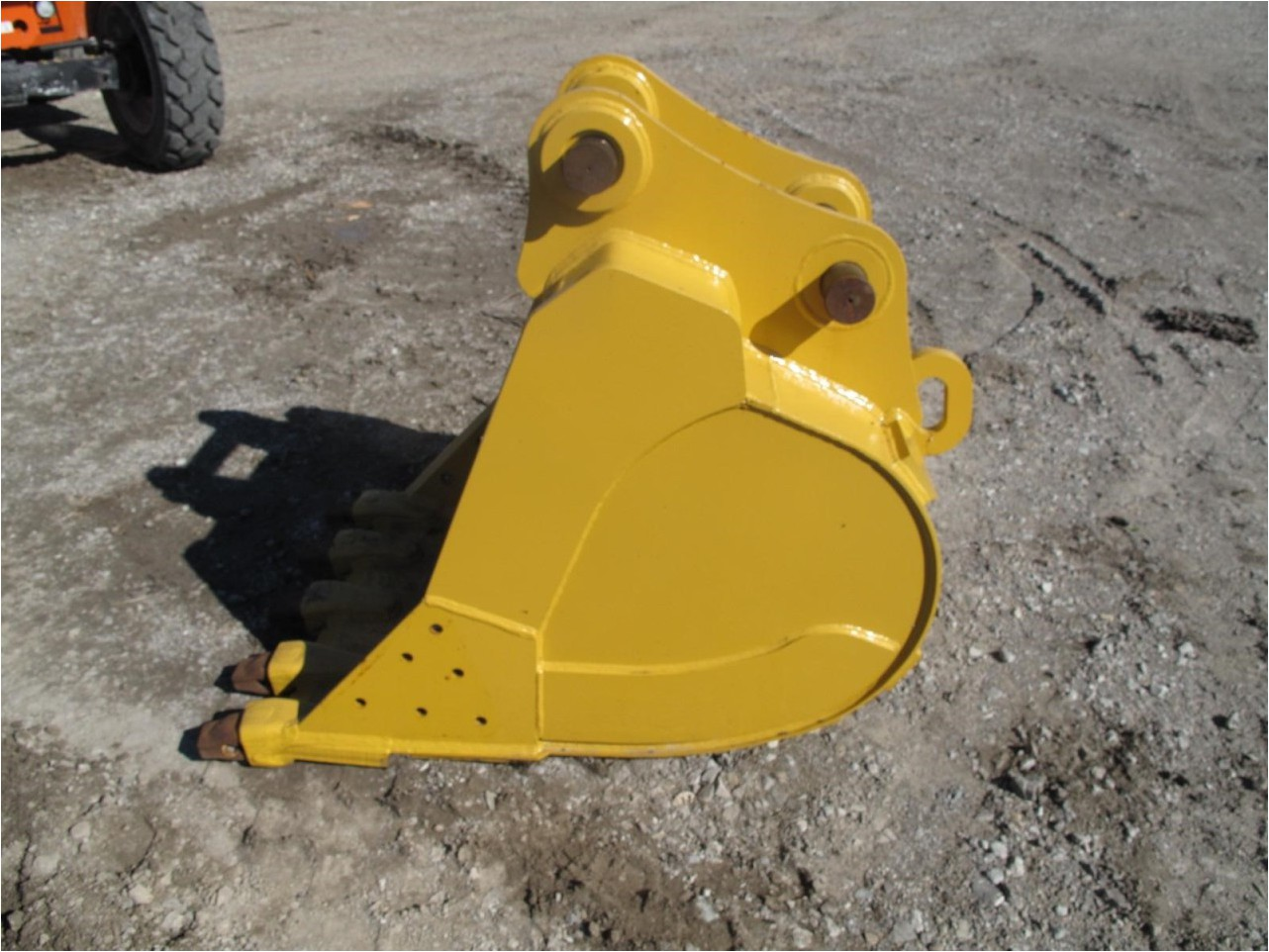JOHN DEERE 200 Bucket Attachment for sale - Mid Country ...