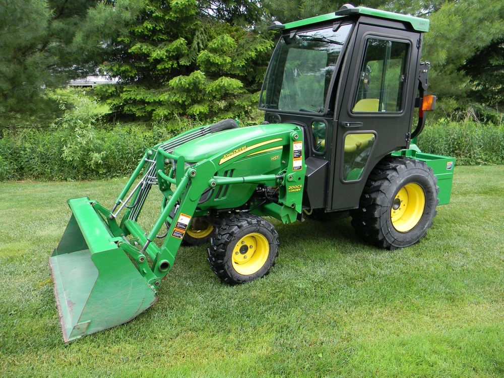 John Deere 2520 Tractor w/attachments, MINT, only 49 hours ...