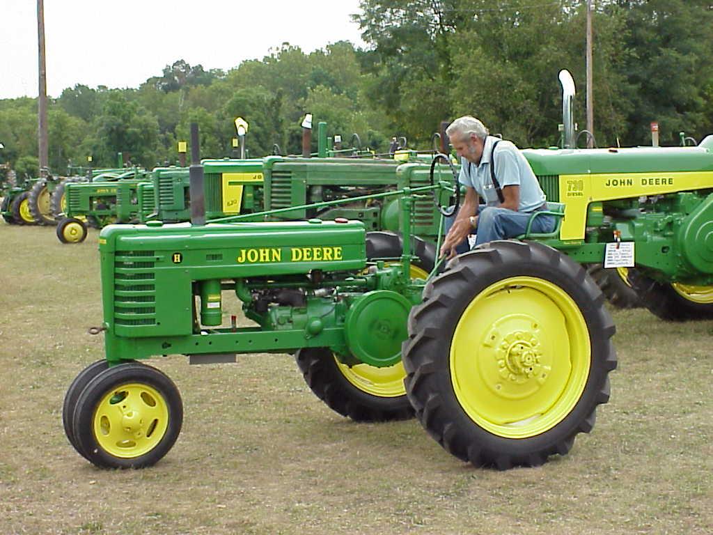 Rusty Bucks Ranch - 1947 John Deere Model H tractor ...