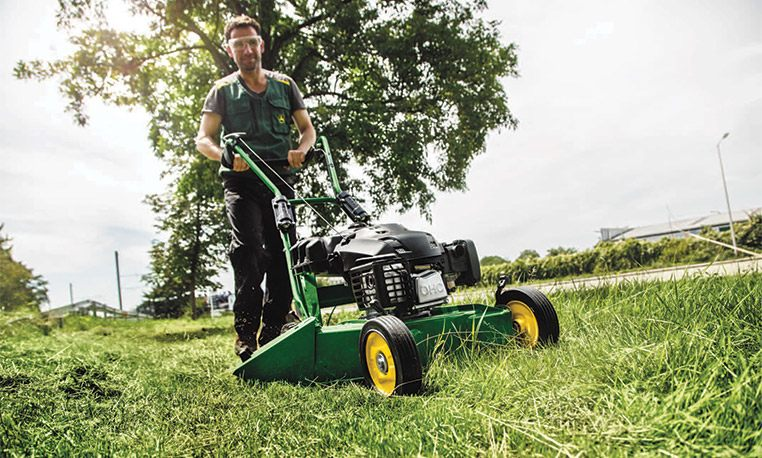 Commercial Mowing | John Deere GB