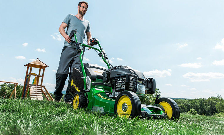 Commercial Mowing | John Deere INT