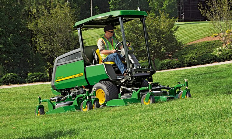 Rotary Mowers | Commercial Mowing | John Deere GB