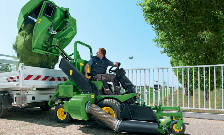 Commercial Mowing | Commercial | John Deere INT
