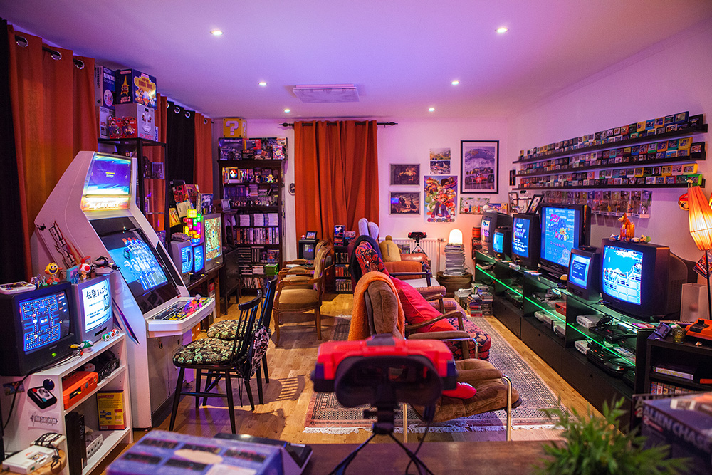 Donkey Kong, Pac-Man, arcade machines and 20 TV screens in ...