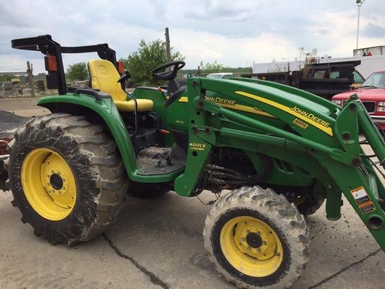 Compact Utility Tractors : John Deere 4520