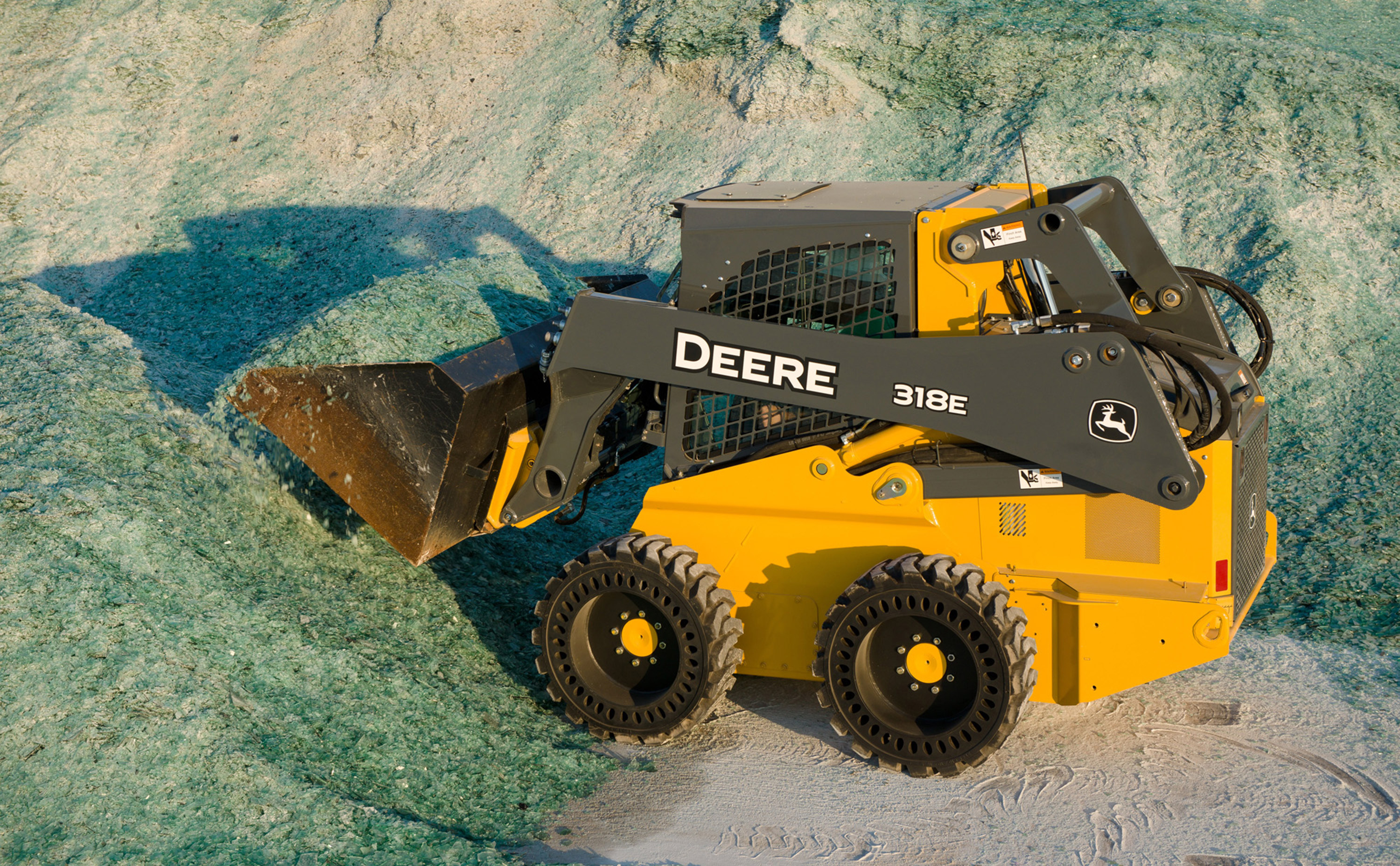 New John Deere Mid-Frame E-Series Skid Steer Loaders and Compact Track ...