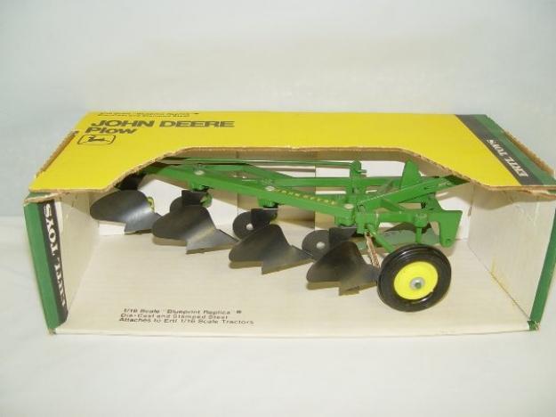 16 John Deere 4 bottom pull type plow $140