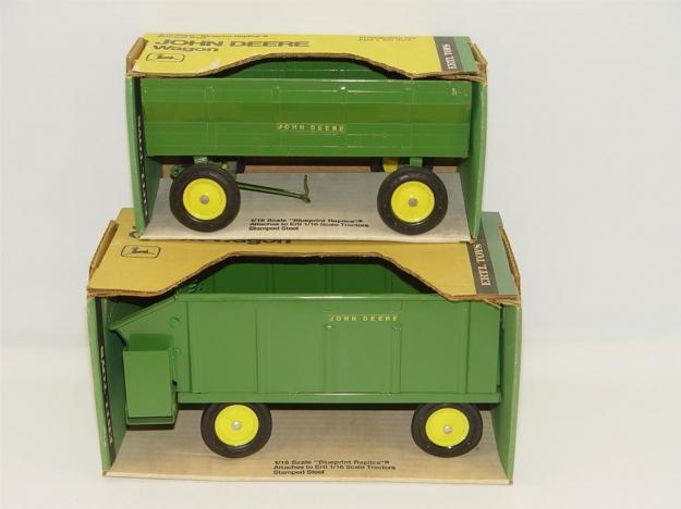 16 John Deere Chuck Wagon and Flare Box Wagon