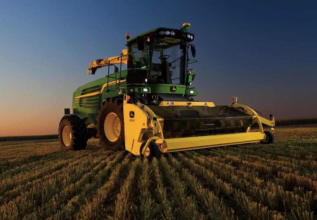 John Deere Harvester Images & Pictures - Becuo