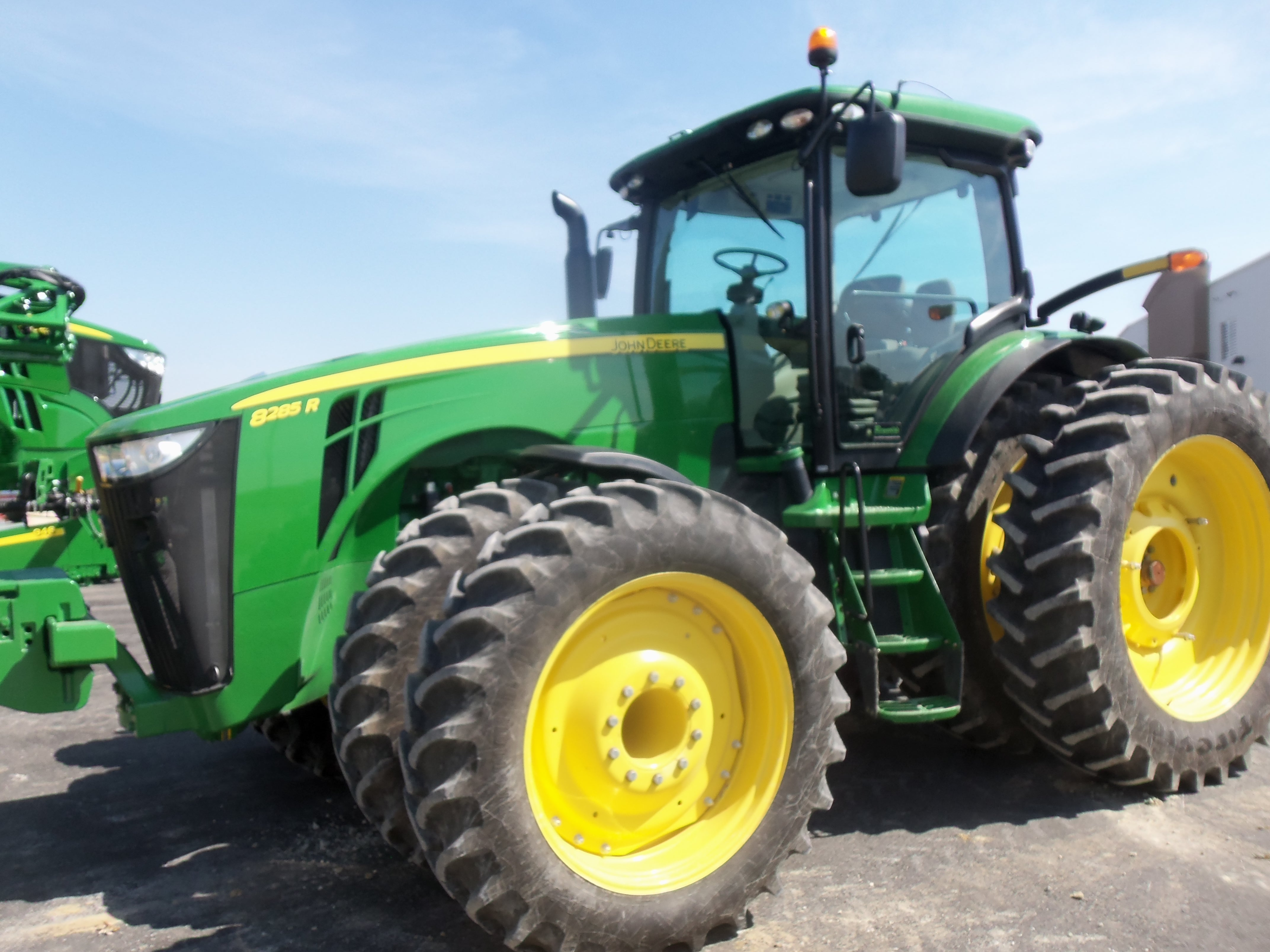 John Deere 8285R row crop tractor. | John Deere equipment | Pinterest